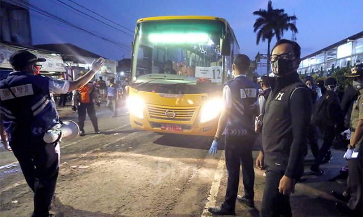 Bima Arya Tinjau Bus Bantuan Pemprov DKI - JPNN.com