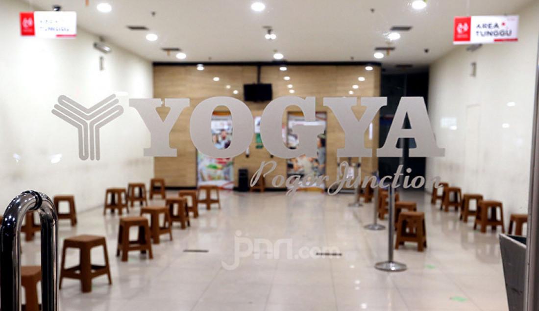 Suasana sepi terlihat di swalayan Yogya Bogor Junction, Senin (13/7). Manajemen Yogya Bogor Junction menuntup sementara dari tanggal 13-15 Juli 2020 pasca satu pegawai positif Covid-19. Foto: Ricardo - JPNN.com