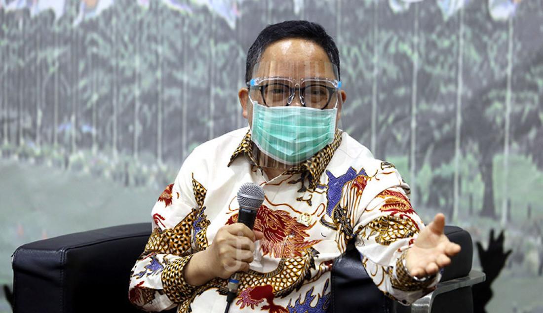 Anggota Fraksi PPP MPR RI Saifullah Tamliha saat menjadi pembicara pada diskusi Empat Pilar bertema Membentuk Karakter Bangsa: Pancasila Masuk Kurikulum Pendidikan?, Jakarta, Senin (13/7). Foto: Ricardo - JPNN.com