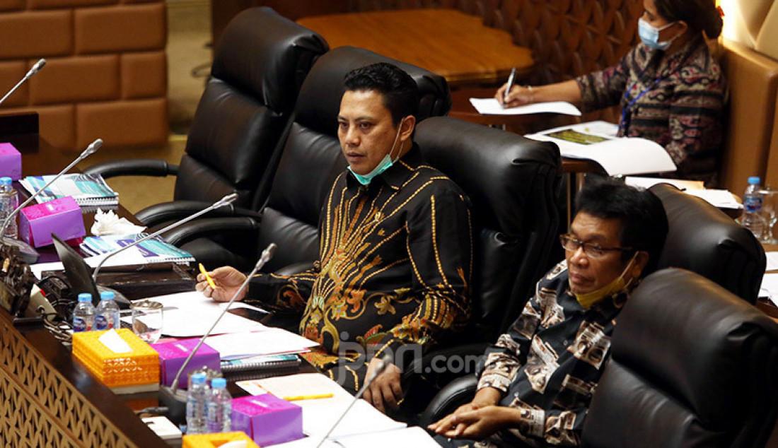 Wakil Ketua Komisi V DPR Andi Iwan Darmawan (kiri) dan Ridwan Bae memimpin rapat dengar pendapat dengan Kepala BMKG, BNPP (Basarnas), dan BPWS, Jakarta, Senin (13/7). Rapat tersebut membahas Tindak lanjut Hapsem BPK Semester I dan II Tahun 2019 BMKG, BNPP, dan Bapel BPWS. Foto: Ricardo - JPNN.com