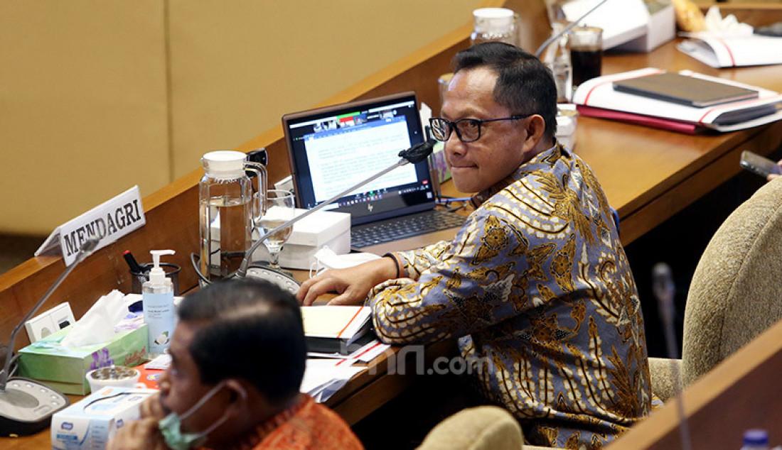 Mendagri Tito Karnavian mengikuti rapat kerja dengan Komisi II DPR, Jakarta, Senin (13/7). Rapat kerja tersebut membahas evaluasi kinerja Kementerian Dalam Negeri tahun 2019 sampai dengan Juni 2020. Foto: Ricardo - JPNN.com