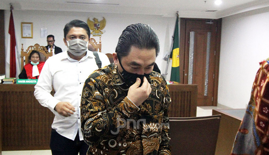 Direktur Utama PT Karya Citra Nusantara (KCN) Widodo Setiadi hadir saat sidang Penundaan Kewajiban Pembayaran Utang (PKPU) di Pengadilan Negeri Jakarta Pusat, Senin (13/7). Hakim kembali penundaan sidang dikarenakan belum menerima salinan perdamaian yang diajukan debitur. Foto: Ricardo - JPNN.com