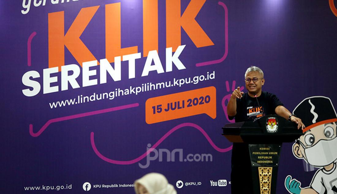 Ketua KPU Arief Budiman berbicara pada peluncuran Gerakan Klik Serentak (GKS) melalui www.lindungihakpilihmu.kpu.go.id di Kantor KPU, Jakarta, Rabu (15/7). Peluncuran GKS ini untuk meningkatkan kualitas daftar pemilih Pemilihan Serentak 2020. Foto: Ricardo - JPNN.com