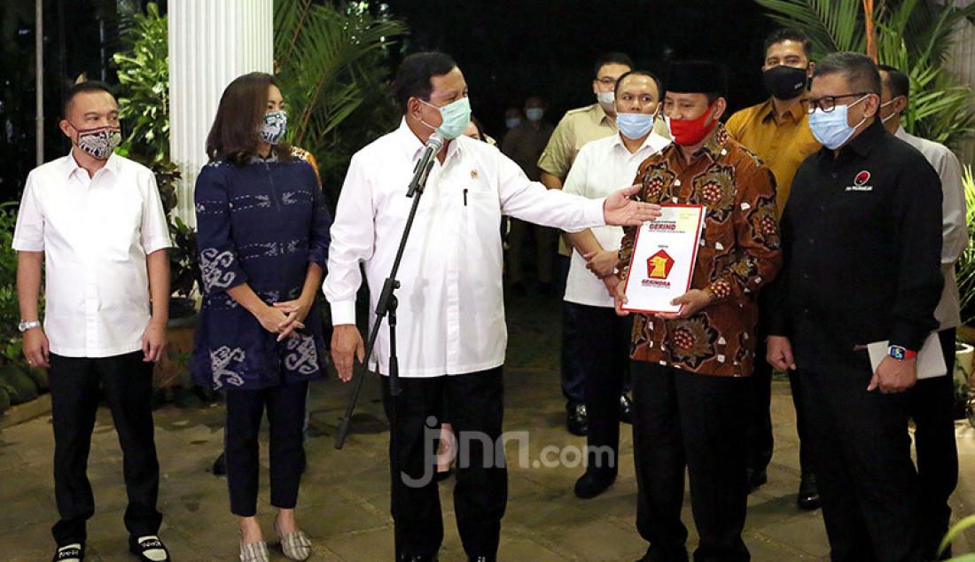 Ketua Umum Partai Gerindra Prabowo Subianto mengumumkan pasangan calon Wali kota dan wakil Wali kota Tangerang Selatan Muhammad dan Rahayu Saraswati Djojohadikusumo, Jakarta, Senin (20/7). Foto: Ricardo - JPNN.com