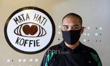 Semangat Barista Tunanetra Hadapi Pandemi - JPNN.com