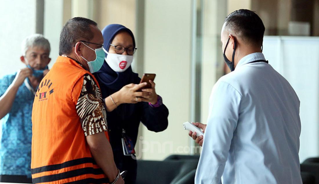 Mantan Sekretaris Mahkamah Agung (MA) Nurhadi menjalani pemeriksaan di Gedung KPK, Jakarta, Kamis (23/7). Tersangka kasus dugaan suap gratifikasi senilai Rp 46 miliar ini diperiksa sebagai tersangka terkait suap dan gratifikasi penanganan perkara di MA. Foto: Ricardo - JPNN.com