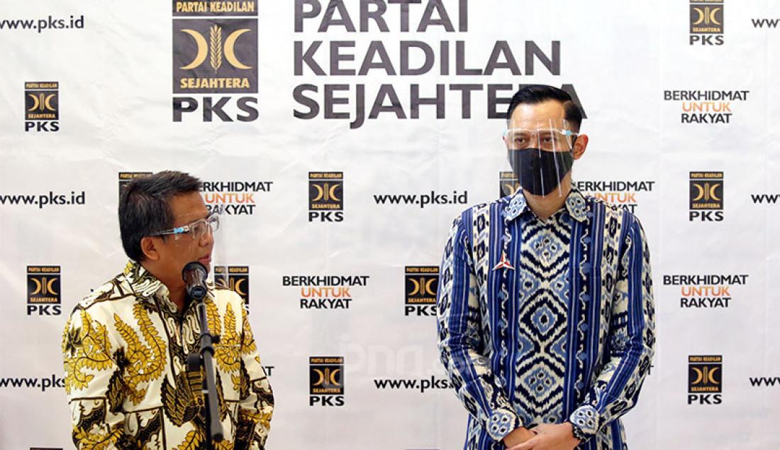 Presiden PKS Sohibul Iman dan Ketum Partai Demokrat Agus Harimurti Yudhoyono memberikan keteranagan pers usai melakukan pertemuan di Kantor DPP PKS, Jakarta, Jumat (24/7). Pertemuan tersebut membahas isu-isu kebangsaan hingga Pilkada 2020. Foto: Ricardo - JPNN.com
