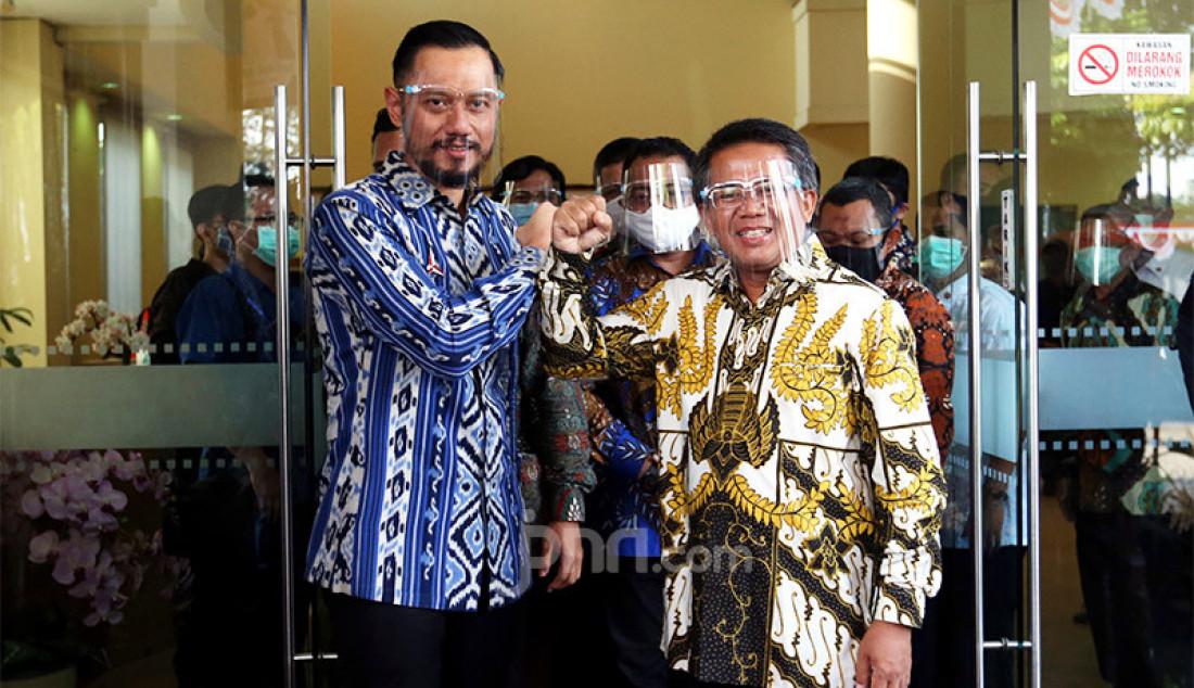 Presiden PKS Sohibul Iman dan Ketum Partai Demokrat Agus Harimurti Yudhoyono usai melakukan pertemuan di Kantor DPP PKS, Jakarta, Jumat (24/7). Pertemuan tersebut membahas isu-isu kebangsaan hingga Pilkada 2020. Foto: Ricardo - JPNN.com