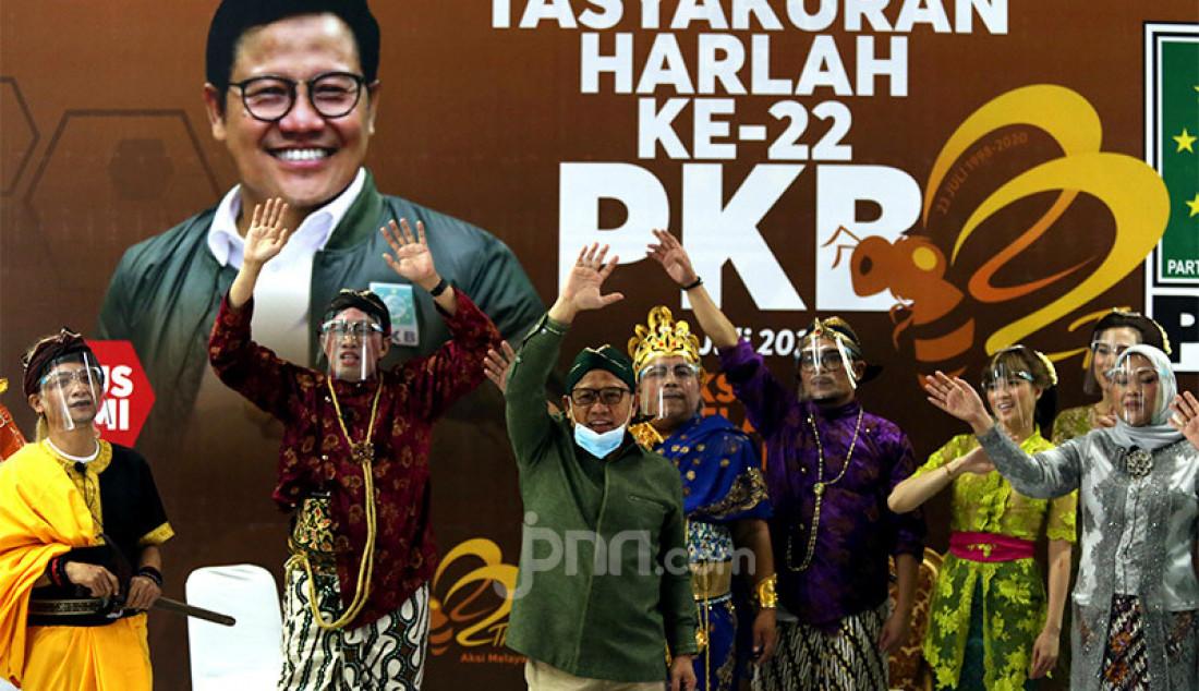 PKB menggelar pertunjukan ketoprak humor dalam rangka Harlah PKB ke-22 di Kantor DPP PKB, Jakarta, Jumat (24/7). Acara tersebut diperankan oleh Hanif Dhakiri, Ida Fauziyah, Cucun A Syamsurijal, Fathan Subchi, Anggia Ermarini, Iman Syukri, Faisol Riza, Bambang Susanto sedangkan untuk bintang tamu Kirun, Marwoto Kewer, Chika Jessica, Anya Dwinov dan hadirin Ketum PKB Muhaimin Iskandar pengurus PKB. Foto: Ricardo - JPNN.com