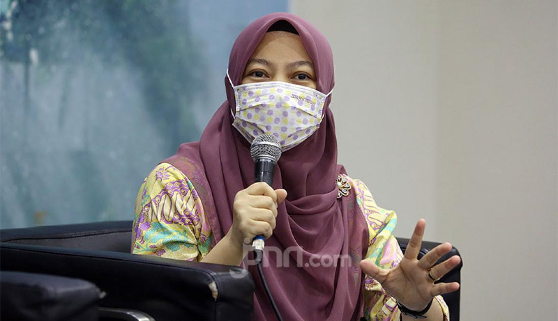 Direktur Eksekutif Perludem Titi Anggraini saat menjadi pembicara pada diskusi Kekhawatiran Menguatnya Dinasti Politik, Jakarta, Selasa (28/7). Foto: Ricardo - JPNN.com