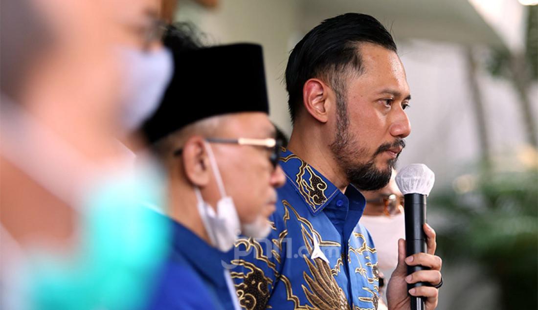 Ketum Partai Demokrat Agus Harimurti Yudhoyono memberikan keterangan pers usai melakukan pertemuan dengan Ketum PAN Zulkifli Hasan di kantor DPP PAN, Jakarta, Rabu (29/7). Pertemuan tersebut membahas sejumlah isu nasional termasuk pembahasan rencana koalisi pada Pilkada 2020. Foto: Ricardo - JPNN.com