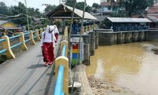 Debit Air Sungai Ciliwung Menurun Drastis - JPNN.com