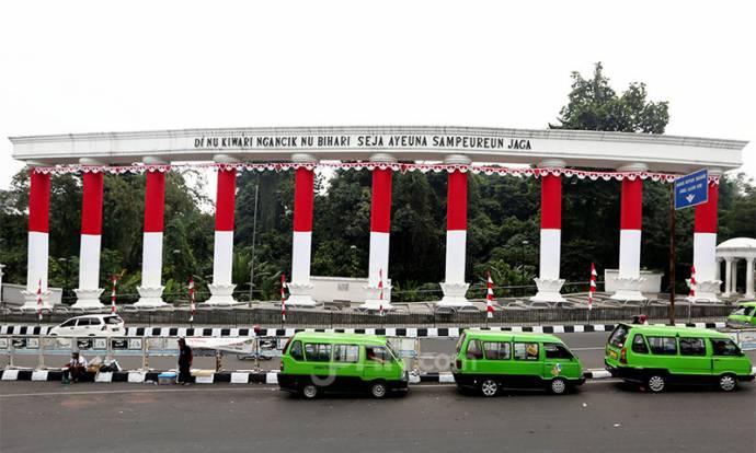 Bendera Merah Putih Hiasi Pilar Ikon Kota Bogor