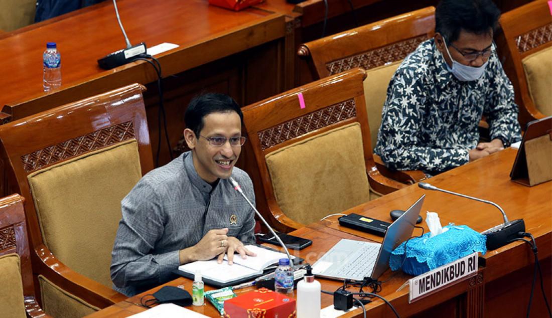Mendikbud Nadiem Makarim mengikuti rapat kerja dengan Komisi X DPR, Jakarta, Kamis (27/8). Rapat ini membahas rekomendasi Hasil Panja Pembelajaran Jarak Jauh Komisi X DPR RI, dan Pembahasan Laporan Keuangan Pemerintah Pusat APBN TA 2019 dan Lain-lain. Foto: Ricardo - JPNN.com