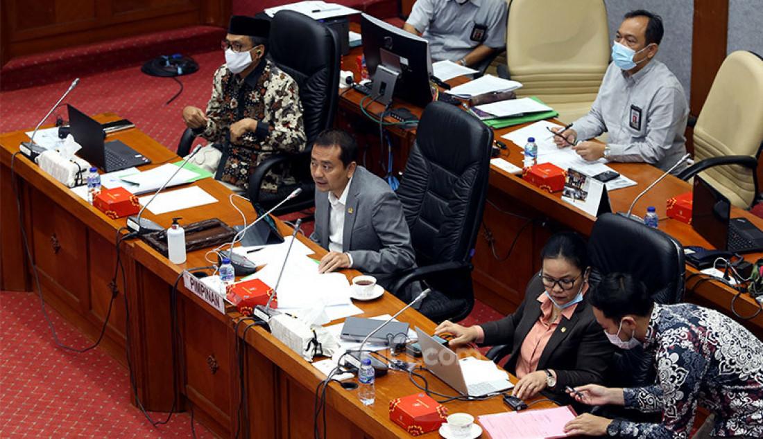 Ketua Komisi X Syaiful Huda memimpin rapat kerja dengan Mendikbud Nadiem Makarim, Jakarta, Kamis (27/8). Rapat ini membahas rekomendasi Hasil Panja Pembelajaran Jarak Jauh Komisi X DPR RI, dan Pembahasan Laporan Keuangan Pemerintah Pusat APBN TA 2019 dan Lain-lain. Foto: Ricardo - JPNN.com
