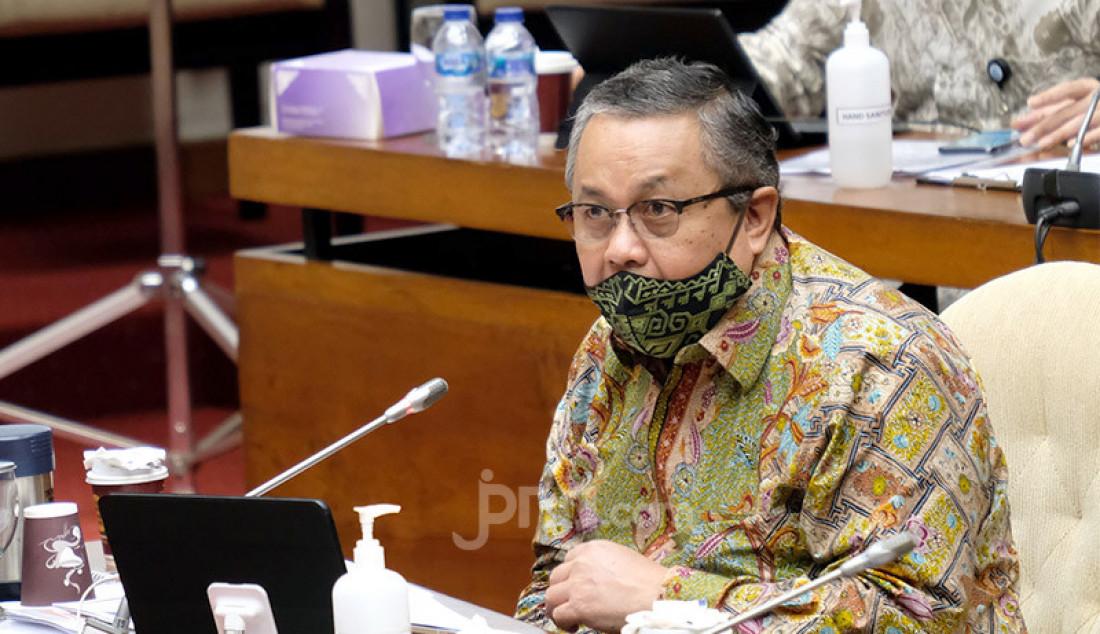 Gubernur BI, Perry Warjiyo mengikuti rapat kerja dengan Komisi XI DPR, Jakarta, Rabu (2/9). Rapat ini membahas asumsi dasar dalam RAPBN Tahun 2021. Foto: Ricardo - JPNN.com