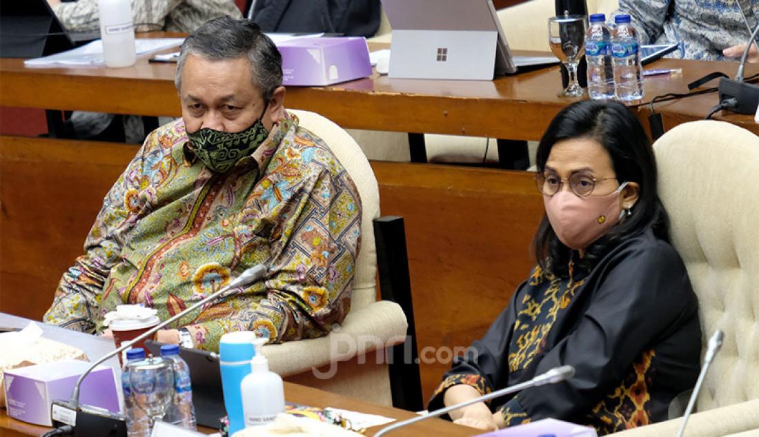 Menteri Keuangan (Menkeu) Sri Mulyani bersama Gubernur BI, Perry Warjiyo mengikuti rapat kerja dengan Komisi XI DPR, Jakarta, Rabu (2/9). Rapat ini membahas asumsi dasar dalam RAPBN Tahun 2021. Foto: Ricardo - JPNN.com