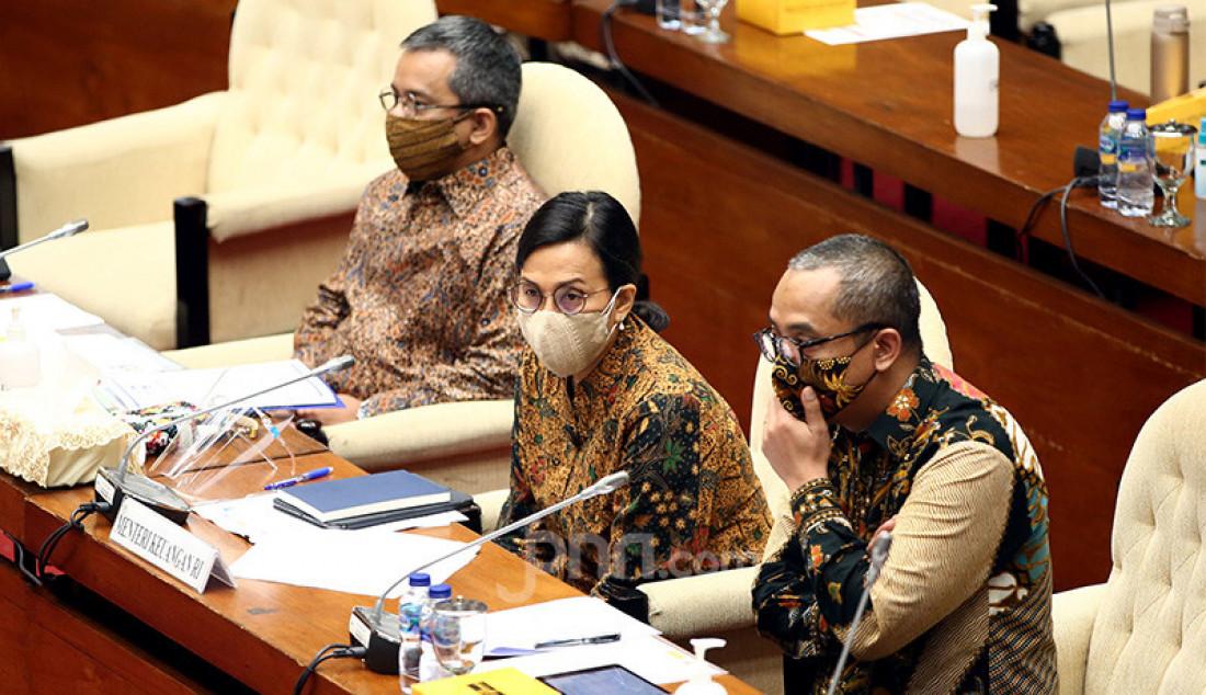 Menteri Keuangan (Menkeu) Sri Mulyani mengikuti rapat kerja Komisi XI DPR di Kompleks Parlemen Senayan, Kamis (3/9) dengan agenda pembasasan RUU Bea Meterai. Foto: Ricardo - JPNN.com