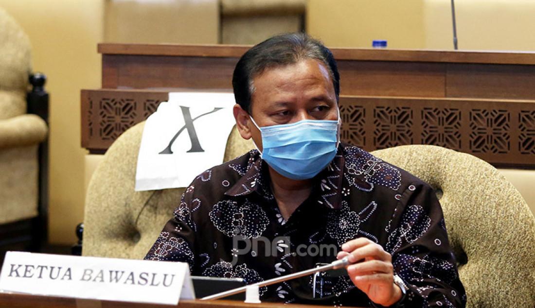 Ketua Bawaslu Abhan mengikuti rapat dengar pendapat dengan Komisi II DPR, Jakarta, Kamis (10/9). Rapat membahas Evaluasi Pelaksanaan Tahapan Pilkada Serentak 2020 terkait Implementasi PKPU tentang Protokol Covid-19; Pemutakhiran Data; dan Tahapan Pencalonan. Foto: Ricardo - JPNN.com