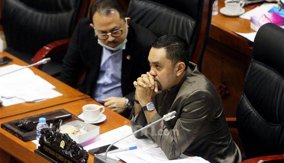 Wakil Ketua Komisi III DPR Ahmad Sahroni (kanan) dan Pangeran Khairul Saleh memimpin rapat kerja dengan Kapolri, Jakarta, Senin (14/9). Rapat ini membahas RKA K/L TA 2021. Foto: Ricardo - JPNN.com