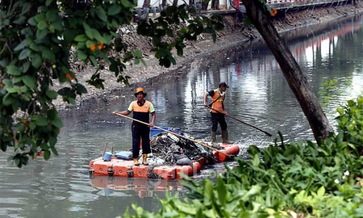 Antisipasi Banjir, Kali Cideng Dibersihkan - JPNN.com