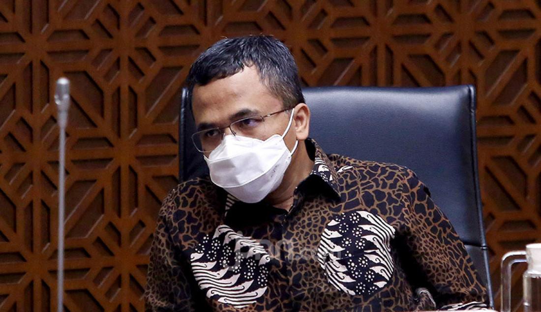 Wakil Ketua Komisi II DPR Muhamad Arwani Thomafi memimpin rapat kerja dengan Mendagri, DKPP, KPU dan Bawaslu, Jakarta, Senin (21/9). Rapat ini membahas laporan tentang Rumusan dan Langkah-Langkah Penegakan Disiplin dan Sanksi Hukum terhadap Pelanggaran Protokol Kesehatan Covid-19, memastikan antisipasi potensi terjadinya pelanggaran protokol kesehatan Covid-19 pada tahapan penetapan paslon dan masa kampanye, serta evaluasi secara menyeluruh. Foto: Ricardo - JPNN.com