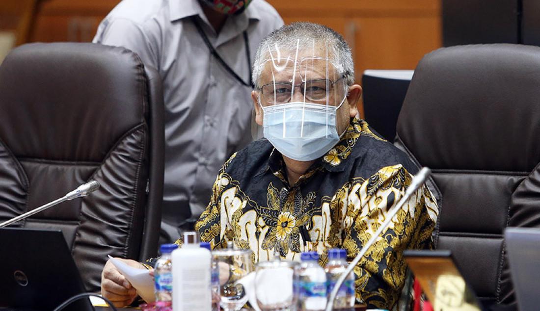 Wakil Ketua Komisi IX DPR Ansory Siregar memimpin rapat kerja dengan Menaker Ida Fauziyah, Jakarta, Senin (21/9). Rapat ini membahas penyesuaian RKA K/L Tahun 2021 sesuai Hasil Pembahasan dari Badan Anggaran DPR RI. Foto: Ricardo - JPNN.com