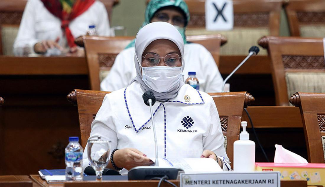 Menaker Ida Fauziyah mengikuti rapat kerja dengan Komisi IX DPR, Jakarta, Senin (21/9). Rapat ini membahas penyesuaian RKA K/L Tahun 2021 sesuai Hasil Pembahasan dari Badan Anggaran DPR RI. Foto: Ricardo - JPNN.com