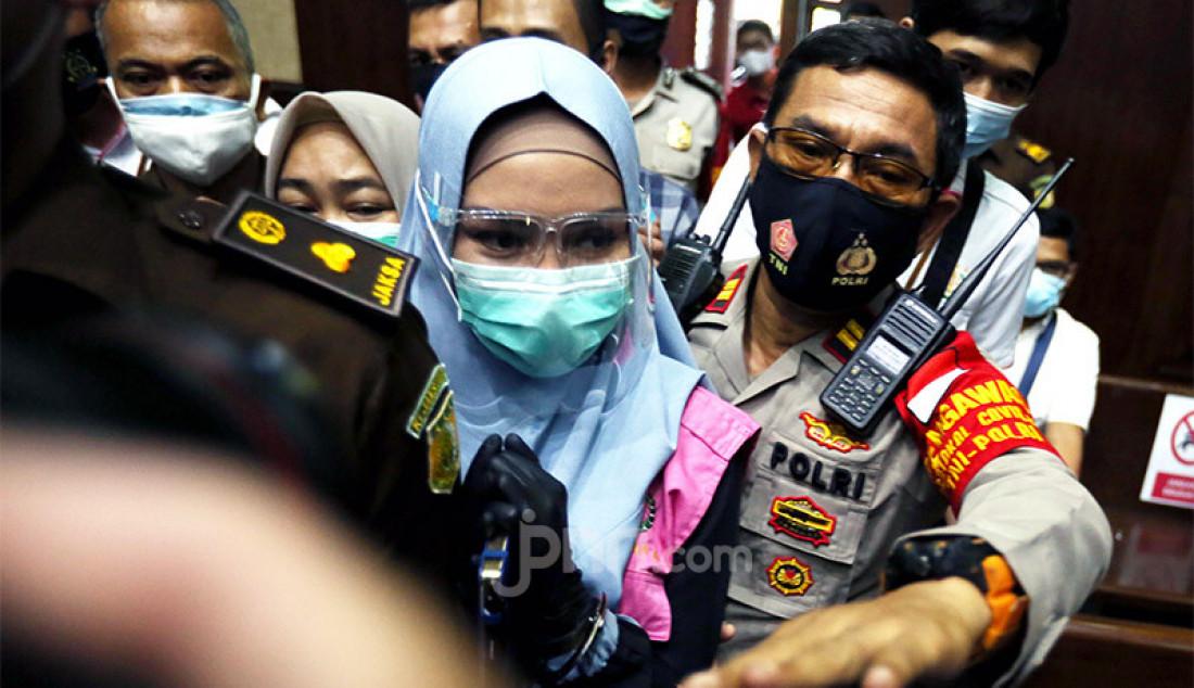 Terdakwa kasus suap pengurusan pengajuan fatwa Mahkamah Agung (MA) untuk membebaskan Djoko Tjandra, Pinangki Sirna Malasari meninggalkan ruang Pengadilan Tipikor, Jakarta, Rabu (30/9). Foto: Ricardo - JPNN.com