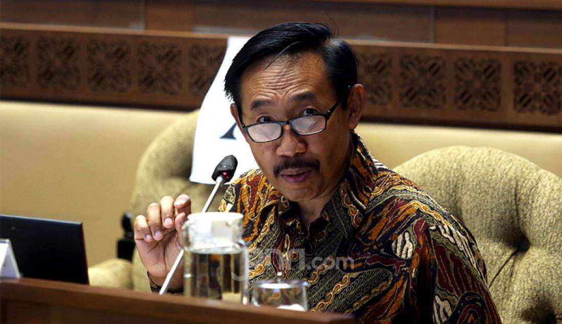 Ketua KASN Agus Pramusinto mengikuti rapat kerja dengan Komisi II DPR di Jakarta, Senin (5/10). Rapat tersebut membahas evaluasi pelaksanaan seleksi CPNS 2019 di tengah pandemi Covid-19. Foto: Ricardo - JPNN.com