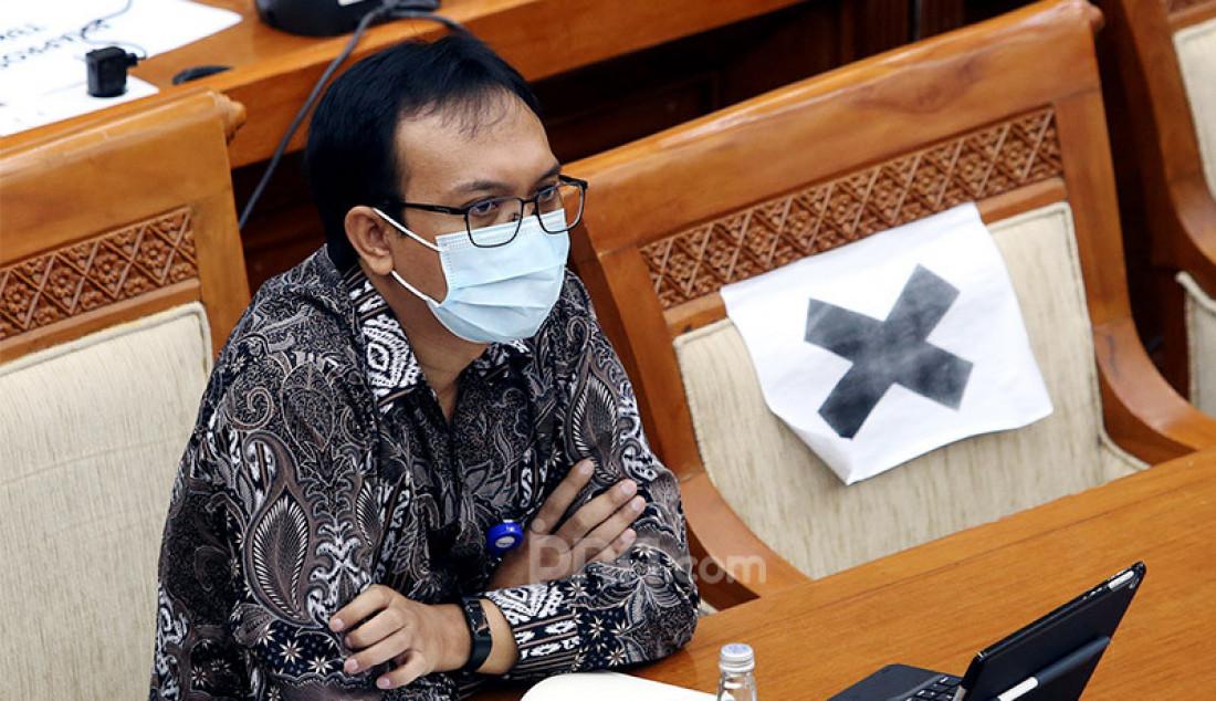 Direktur Utama PT Phapros Tbk Hadi Kardoko menghadiri rapat dengar pendapat Komisi VI DPR di Jakarta, Senin (5/10). Rapat tersebut membahas kondisi aktual PT Phapros dalam penanganan Covid-19 dan program Pemulihan Ekonomi Nasional. Foto: Ricardo - JPNN.com