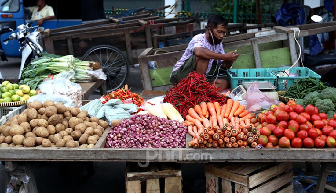 Suasana kios pedagang di Pasar Kebayoran Lama, Jakarta, Selasa (6/10). Para pedagang mengkhawatirkan pasar makin sepi jika pandemi Covid-19 tak kunjung berakhir. Foto: Ricardo - JPNN.com