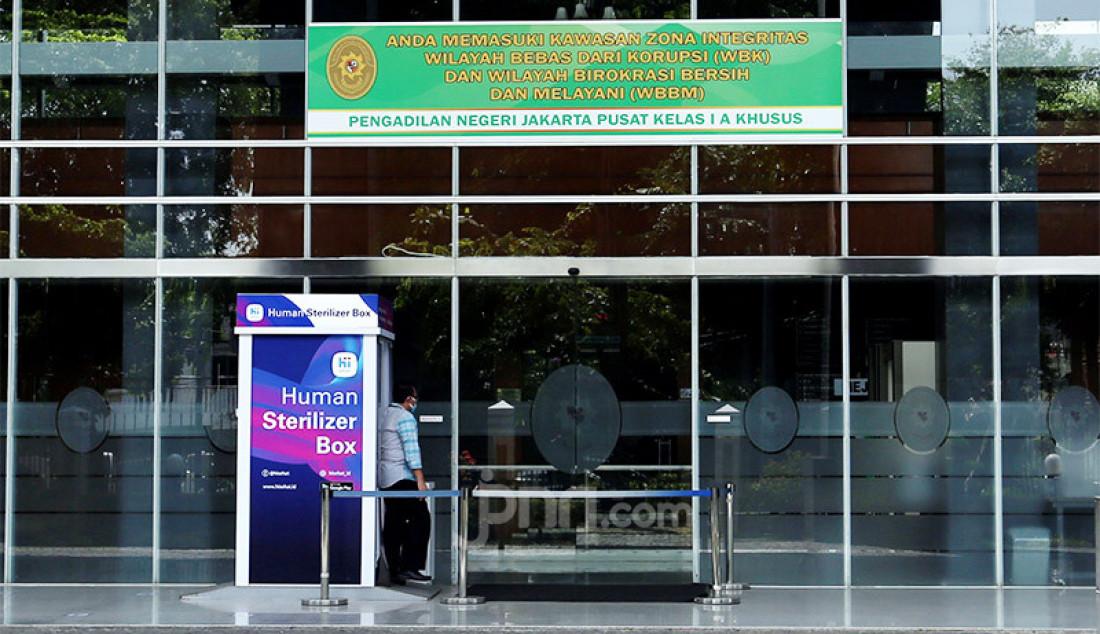 Suasana di lobi Pengadilan Negeri Jakarta Pusat (Jakpus) di Jakarta, Rabu (7/10). PN Jakpus melakukan penutupan sementara selama 3 hari pada 7-9 Oktober 2020 setelah ada pegawainya yang terjangkiti Covid-19. Foto: Ricardo - JPNN.com
