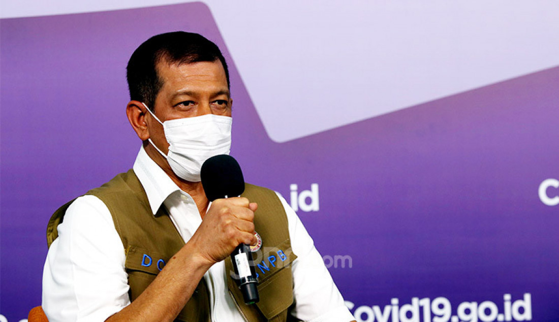 Ketua Satuan Tugas Penanganan Covid-19 Doni Monardo saat acara konferensi pers virtual bertema 'Media Bertanya Doni Monardo Menjawab' di gedung BNPB, Jakarta, Jumat (9/10). Foto: Ricardo - JPNN.com