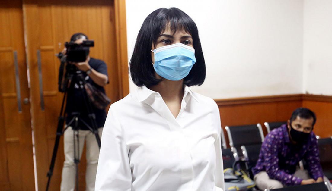Terdakwa kasus kepemilikan narkoba Vanesza Adzania alias Vanessa Angel di Pengadilan Negeri Jakarta Barat, Jakarta, Senin (12/10) untuk menghadiri sidang beragendakan pembacaan tuntutan. Majelis hakim menunda sidang tersebut karena jaksa penuntut umum (JPU) belum merampungkan surat tuntutan. Foto: Ricardo - JPNN.com