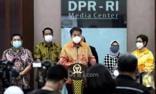 Jumpa Pers Pimpinan DPR soal Polemik Omnibus Law Cipta Kerja - JPNN.com