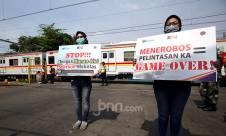 Awas! Jangan Menerobos Pelintasan Kereta Api - JPNN.com