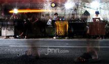 Penjahit Kolong Jalan Mencoba Bertahan di Masa Pandemi