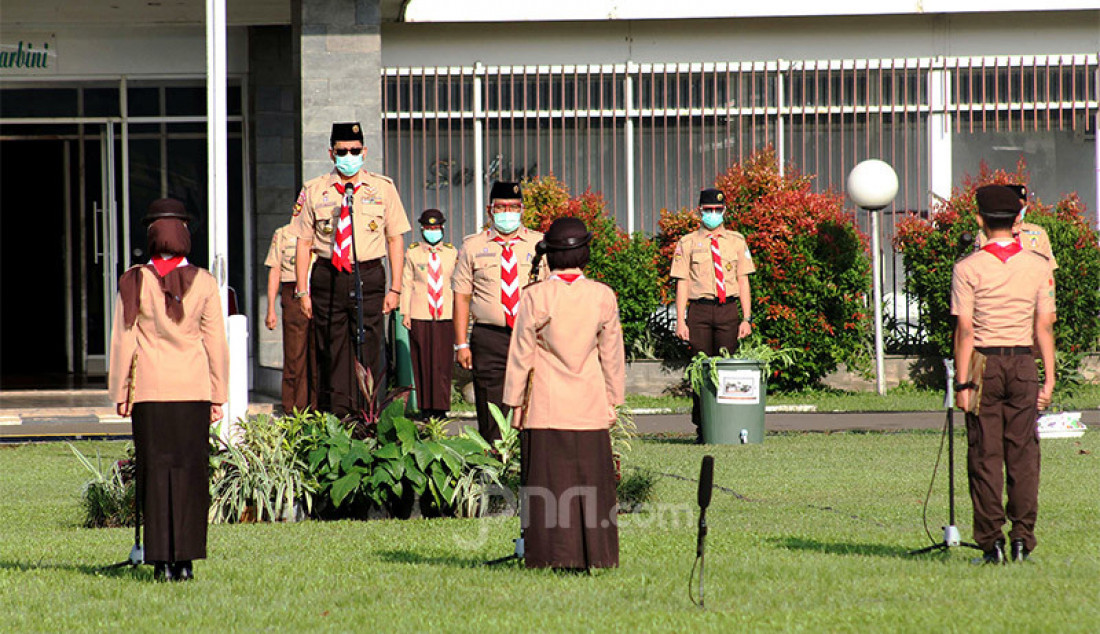 Ketua Kwartir Nasional Gerakan Pramuka Komjen (Purn) Budi Waseso memimpin apel aesiapsiagaan Sukarelawan Satgas Covid-19 di Taman Rekreasi Wiladatika, Cibubur, Jakarta, Rabu (28/20). Kegiatan untuk memperingati Hari Sumpah Pemuda itu melibatkan 300 pramuka sukarelawan se-Jabodetabek. Foto: Ricardo - JPNN.com