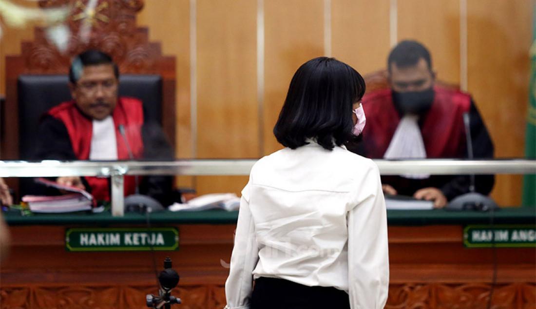 Majelis hakim Pengadilan Negeri Jakarta Barat menggelar persidangan dengan agenda pembacaan vonis untuk Vanesza Adzania alias Vanessa Angel dalam perkara kepemilikan narkoba, Kamis (5/11). Pada persidangan itu majelis hakim menjatuhkan hukuman 3 bulan penjara dan denda sebesar Rp 10 juta kepada Vanessa. Foto: Ricardo - JPNN.com