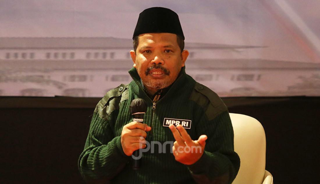 Anggota Fraksi PKS MPR Johan Rosihan saat menjadi pembicara pada diskusi bertema 'Visi Misi NKRI Bagi Calon Kepala Daerah' di Bandung, Jawa Barat, Sabtu (7/11). Foto: Ricardo - JPNN.com