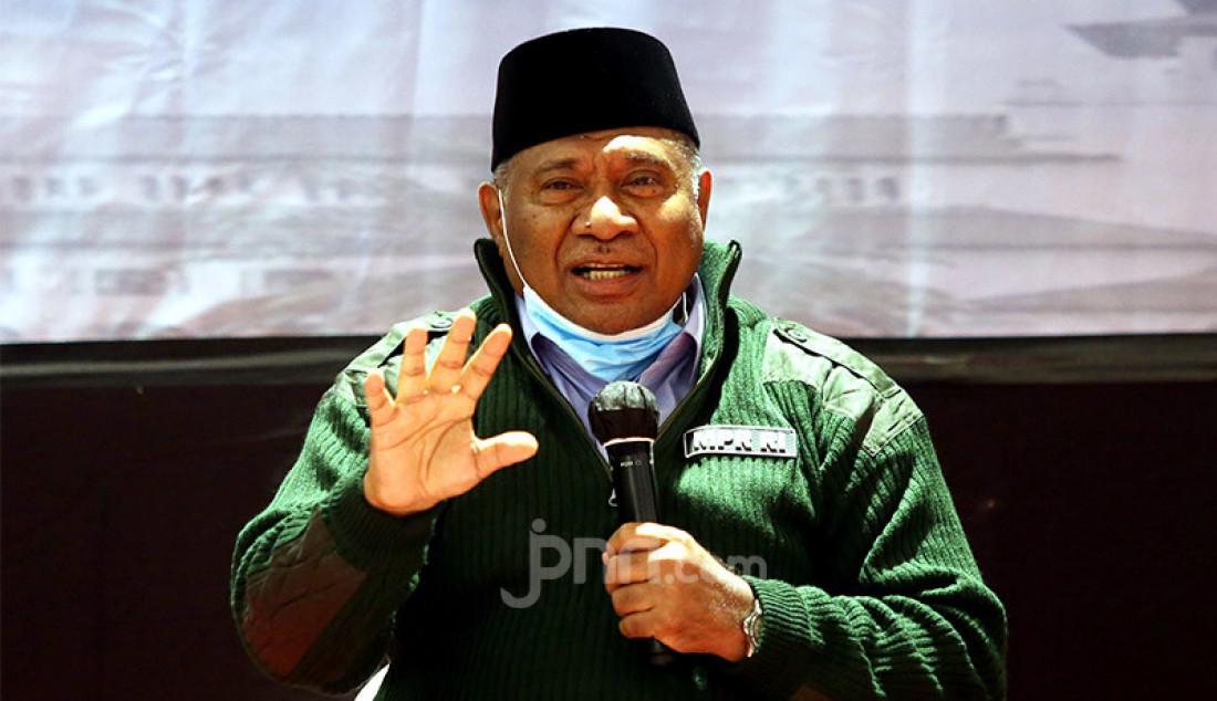 Ketua Fraksi PAN MPR RI Ali Taher saat berbicara pada diskusi bertema 'Visi Misi NKRI Bagi Calon Kepala Daerah' di Bandung, Jawa Barat, Sabtu (7/11). Foto: Ricardo - JPNN.com