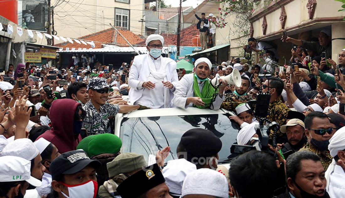 Imam Besar Front Pembela Islam (FPI) Habib Rizieq Shihab saat tiba di kediamannya di Petamburan, Jakarta Pusat, Selasa (10/11). Foto: Ricardo - JPNN.com