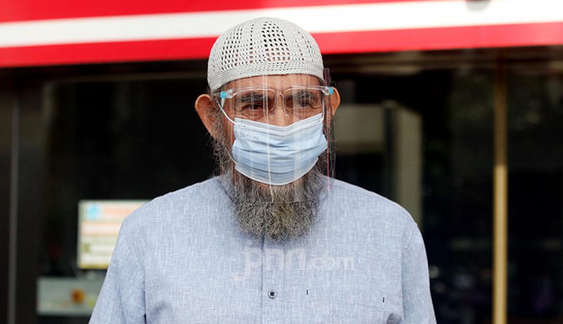 Aktor Rudy Wahab usai menjalani pemeriksaan di KPK, Jakarta, Kamis (12/11). Nama Rudy masuk dalam daftar saksi kasus korupsi mantan Bupati Bogor Rachmat Yasin. Foto: Ricardo - JPNN.com