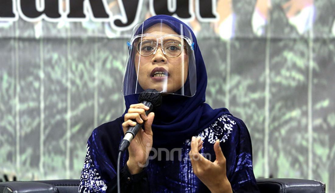 Peneliti Perludem Nurul Amalia saat menjadi pembicara diskusi bertema 'Penerapan Protokol Kesehatan Covid-19 di Pilkada 2020 demi Selamatkan Demokrasi' di Kompleks Parlemen Senayan, Jakarta, Senin (23/11). Foto: Ricardo - JPNN.com
