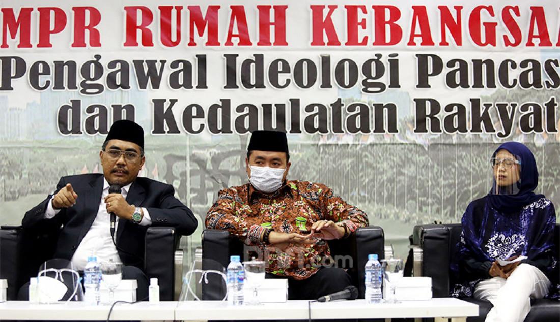 Wakil Ketua MPR RI Jazilul Fawaid (kiri) bersama komisioner Bawaslu RI Mochammad Afifuddin (tengah) dan peneliti Perludem Nurul Amalia (kanan) dalam diskusi bertema 'Penerapan Protokol Kesehatan Covid-19 di Pilkada 2020 demi Selamatkan Demokrasi' di Kompleks Parlemen Senayan, Jakarta, Senin (23/11). Foto: Ricardo - JPNN.com