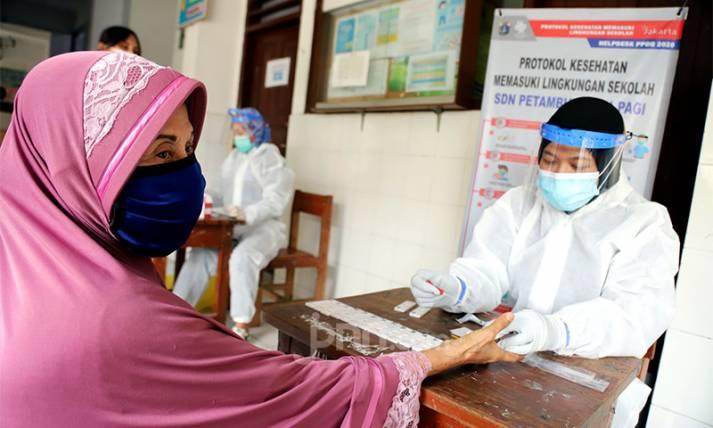 Bidokkes Polda Metro Jaya Gelar Rapid Test bagi Warga Petamburan - JPNN.com