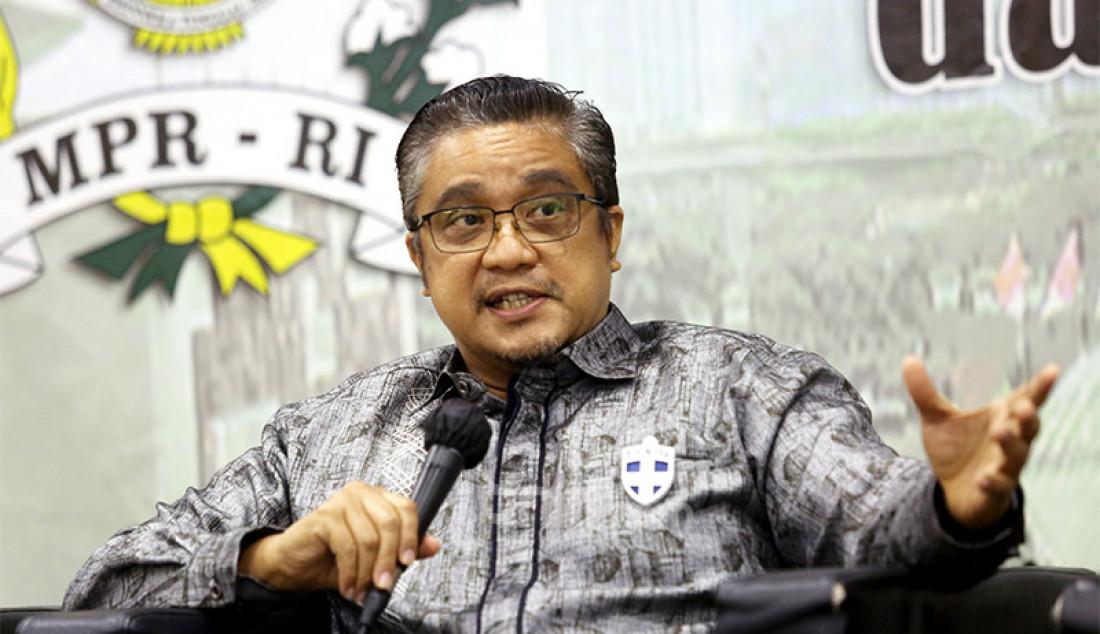 Wakil Ketua Komisi X DPR RI Dede Yusuf saat hadir sebagai pembicara diskusi bertema 'Kebangkitan Pariwisata dari Pandemi Covid-19 Sebagai Fondasi Ekonomi Nasional' di Kompleks Parlemen Senayan, Jakarta, Senin (30/11). Foto: Ricardo - JPNN.com