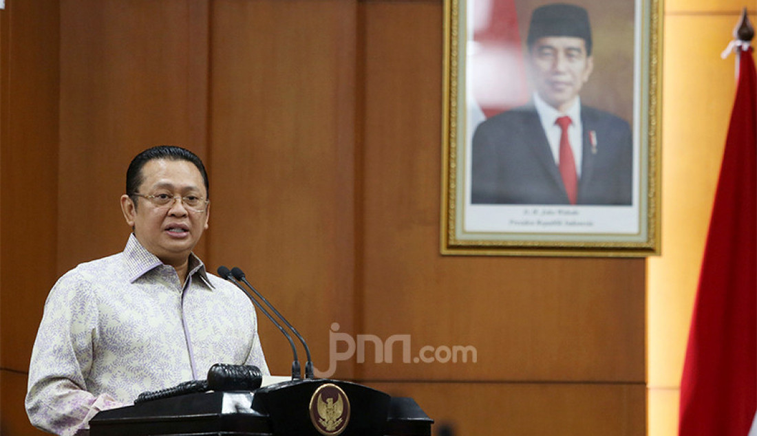 Ketua MPR RI Bambang Soesatyo saat menyampaikan pandangannya pada forum group discussion (FGD) bertema 'Politik Luar Negeri Amerika Serikat' di Jakarta, Rabu (2/12). Foto: Ricardo - JPNN.com