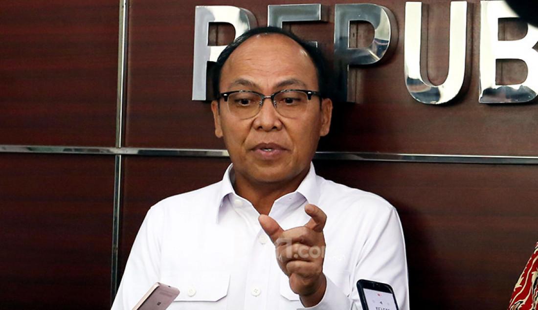 Direktur Utama (Dirut) PT Jasa Marga Subakti Syukur memberikan keterangan pers usai menjalani pemeriksaan di di kantor Komnas HAM, Jakarta Pusat, Senin (14/12), terkait kasus penembakan terhadap enam laskar FPI di ruas Tol Jakarta-Cikampek. Foto: Ricardo - JPNN.com